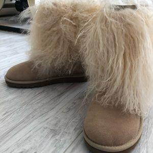 UGG Australia Short Sheepskin Cuff Boot